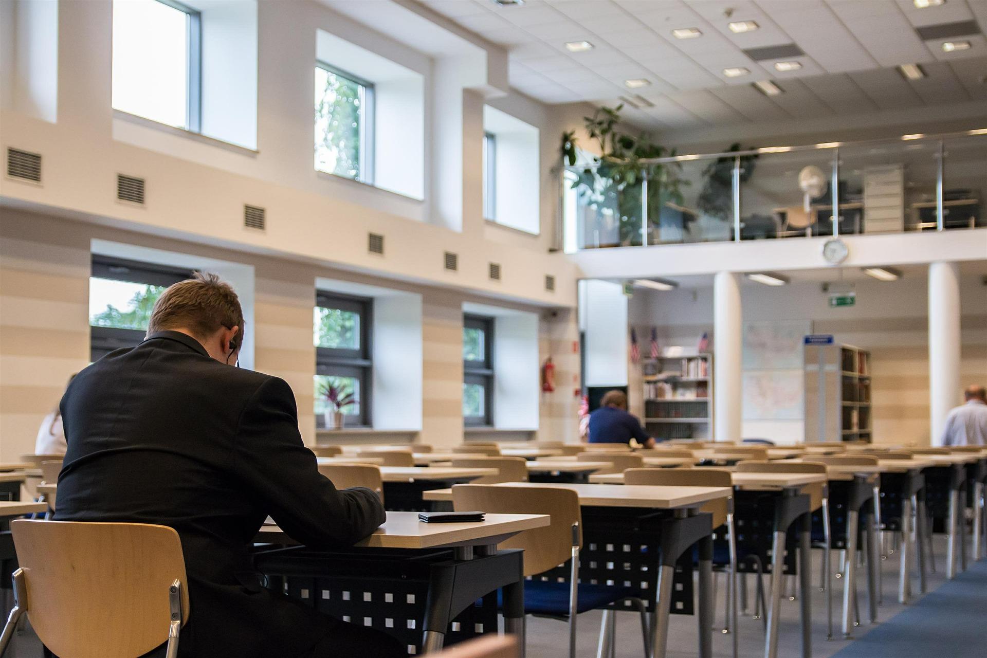 Aprender Inglés En ICT Cuándo Usar las Preposiciones de Lugar